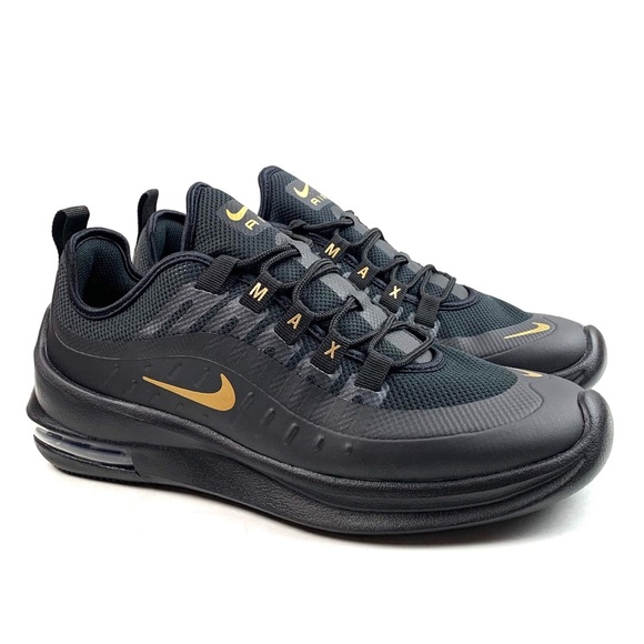 NEW Nike Air Max Axis NWT